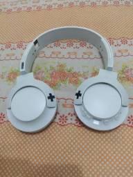 Headphone Philips bass+ shb 3075, via bluetooth com 12 horas de reprodução com qualidade.