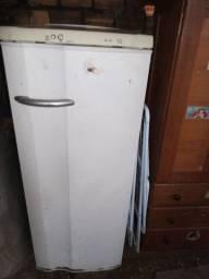 Vendo geladeira usada/icui