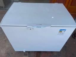 Vendo frezer semi novo faço entrega 300 litros Electrolux *