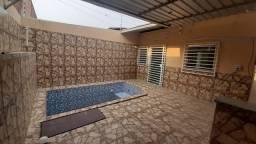 Casa com piscina, 3 dormitórios, gradeada, câmeras, 1 vaga de garagem. Águas Claras