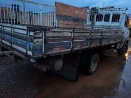Carroceria do caminhão MB 710