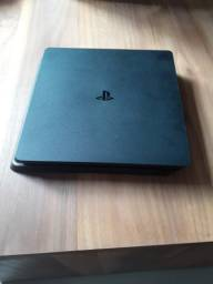 PS4 slim + 3 jogos