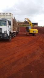 Escavadeira com garra para madeira