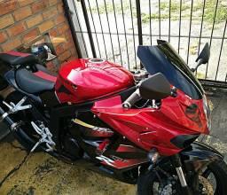 Vendo moto Kasinski comet GTR 250cc em ótimo estado moto está impecável.