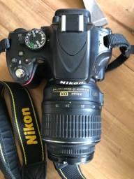 Nikon D5100 mais lente zoom, mochila e acessórios