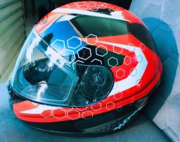 Vendo capacete em estado de novo,usado duas vezes só