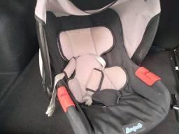 Vende se um bebê conforto da marca burigoto