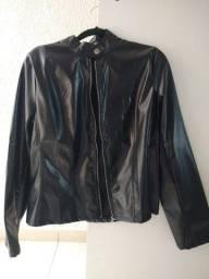 Jaqueta de couro sintético, com verniz.