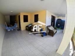 Casa com 4 quartos sendo 3 suítes - Próximo ao shopping - Jatiúca