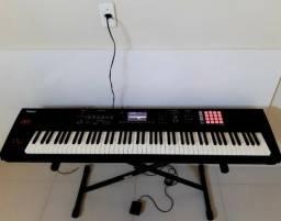 Piano Digital Roland FA-08 Seminovo