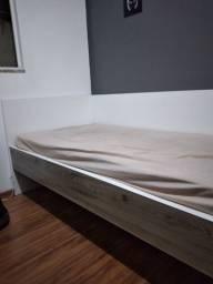 Cama de solteiro c/colchão
