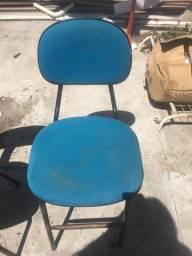 Duas cadeiras por R$30