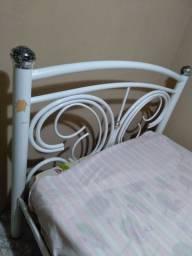 Cama Guarda roupa e sofá pequeno ferro