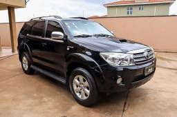 TOYOTA HILUX SW4 SRV 3.0 - 7 LUGARES