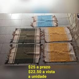 Tapetes, manta de sofá e jogo de mesa