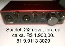 Focusrite Scarlett 2i2 - 3a geração - NOVA