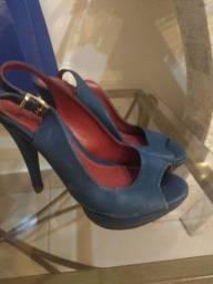 Sapato salto alto c/ plataforma tamanho 35.. por 20 Reais
