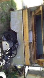 Vendo treiler com máquina de caldo de cana