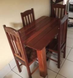 Mesa em madeira de lei 4 lugares