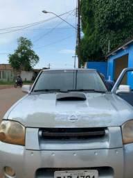VENDO uma camionete Nissan frontier 2002 2003.