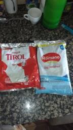 Troco 2 pacotes de leite novo 1kg por óleo mistura oq puderem ajudar