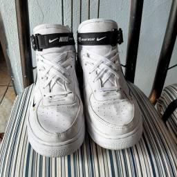 Tênis branco Nike Ari