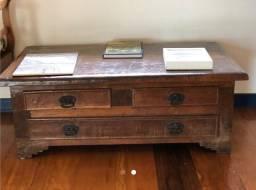 Movel antigo, madeira maciça, com 3 gavetas