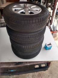 Jogo de roda aro 13 fiat com pneus p400
