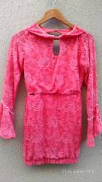 Vestido de Renda Guipure cor salmão.