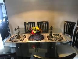 Vendo mesa tampão de vidro e 8 cadeiras em mdf