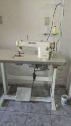 Vendo uma máquina de costura reta