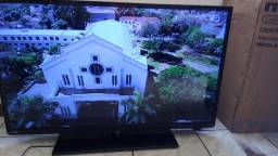 """TV Semp Toshiba 40"""" em perfeito estado com controle e base"""