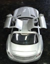Carrinho de Metal de um Mercedes Benz