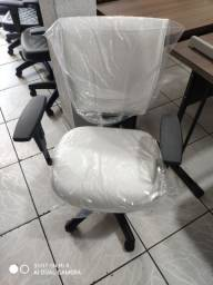Toda linha de cadeiras pra escritório!