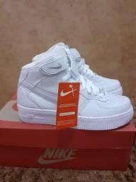 Tênis Nike Air Force 1 Mid 07