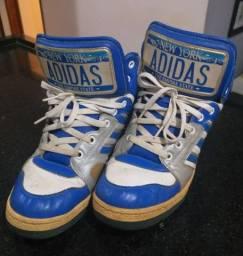 Tênis Adidas Originals by Jeremy Scott New York Plate.