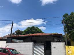 COD C-23 Casa no José Américo com 3 quartos bem localizada