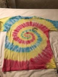Camisa tiedye azul, amarela e rosa (tamanho M)