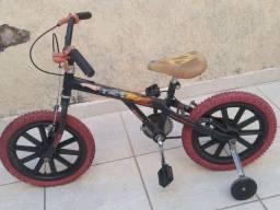 Bicicleta hot Wheels com rodinha