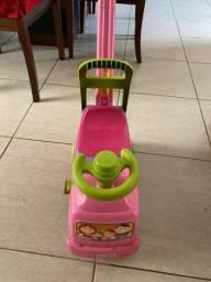 Carrinho andador para bebê.