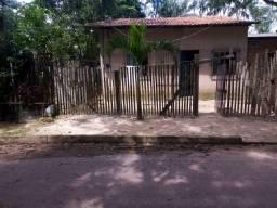 Casa com dóis compartimento e 2 banheiro