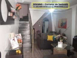 (RS300.000) Casa c/ 04 Quartos, Terraço e Garagem no Bairro de Lourdes