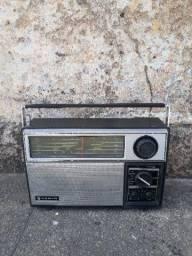Rádio Sanyo antigo