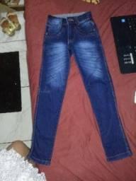Calça jeans azul. Skinny nunca usada para crianças