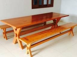 Mesa em madeira maciça angelim pedra