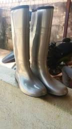 Vendo bota de silicone original nova usada uma vez