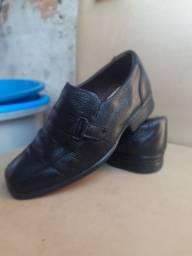 Sapato social infantil.