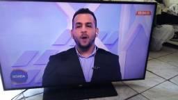 """Tv AOC 40"""" em perfeito estado com controle e base"""