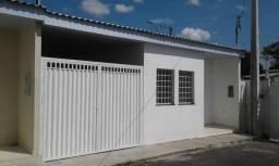 Vendo casa com 2 quartos, garagem coberta, resd. fechado. Próx ao vianorte