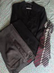 Terno completo com mais uma calça, três gravatas e capa